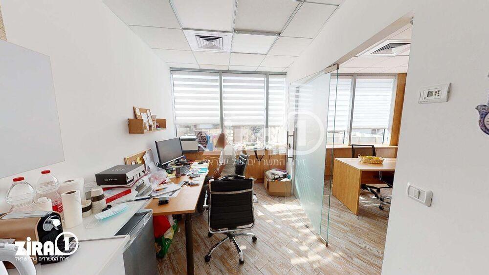 משרד בבניין אפרידר סנטר אזור   קומה: 5   שטח 43 תמונה   מ׳׳ר #13 - 1