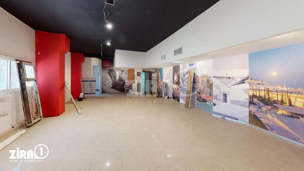 משרד בבניין בית קובי | קומה: 2 | שטח 190 תמונה | מ׳׳ר #22 - 1