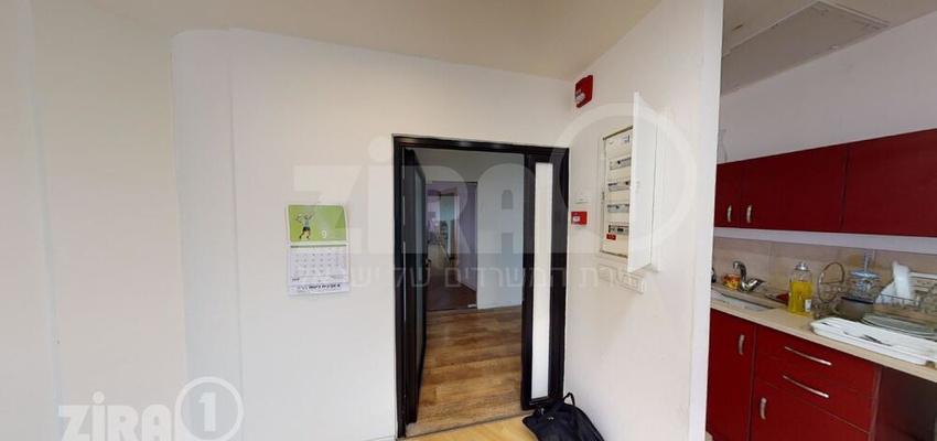 משרד בבניין מרכז הטקסטיל והאופנה | קומה 8 | שטח 63מ״ר  | תמונה #0 - 1