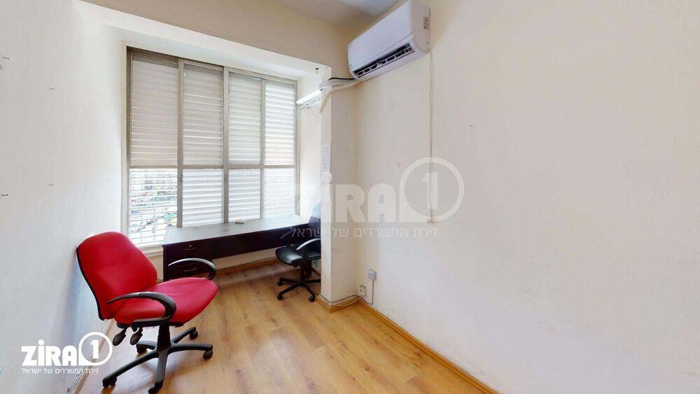 משרד בבניין רוטשילד 60 | קומה 5 | שטח 10מ״ר  | תמונה #0 - 1