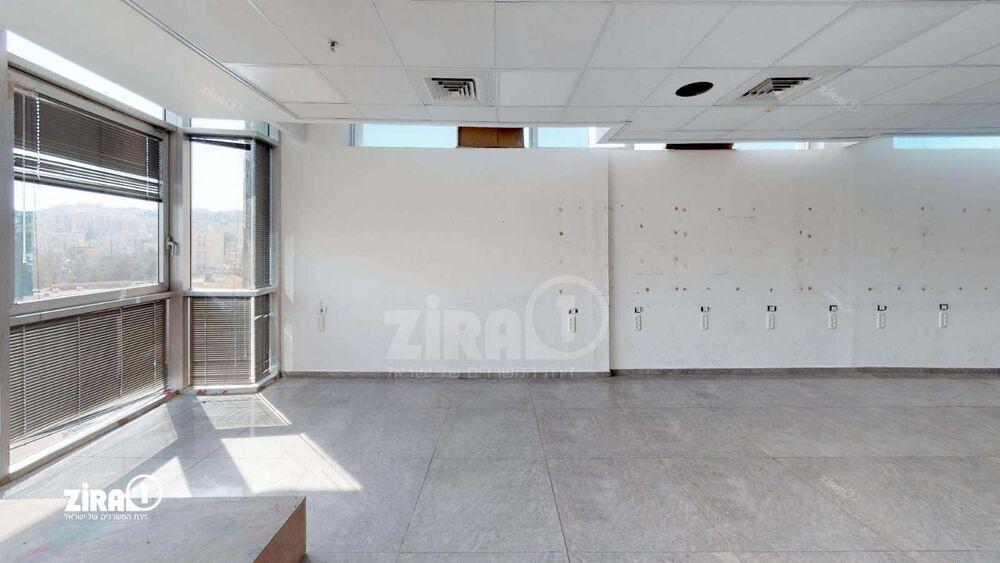 משרד בבניין בית הדרים | קומה: 3 | שטח 236 תמונה | מ׳׳ר #17 - 1