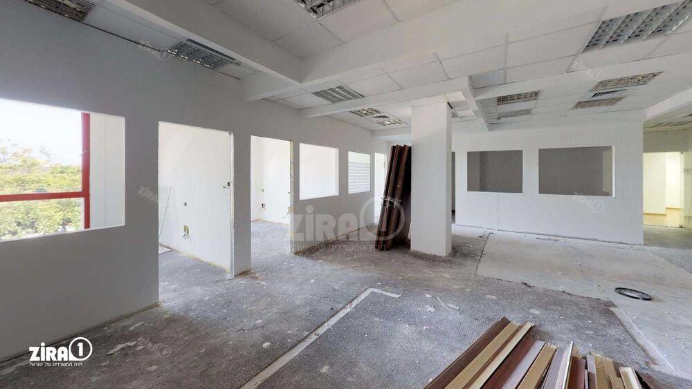 משרד בבניין בית קורקס    קומה: 2   שטח 170 תמונה   מ׳׳ר #22 - 1