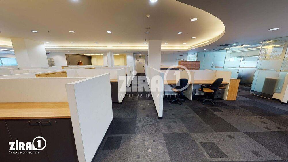 משרד בבניין בניין רם   קומה 4   שטח 500מ״ר    תמונה #0 - 1