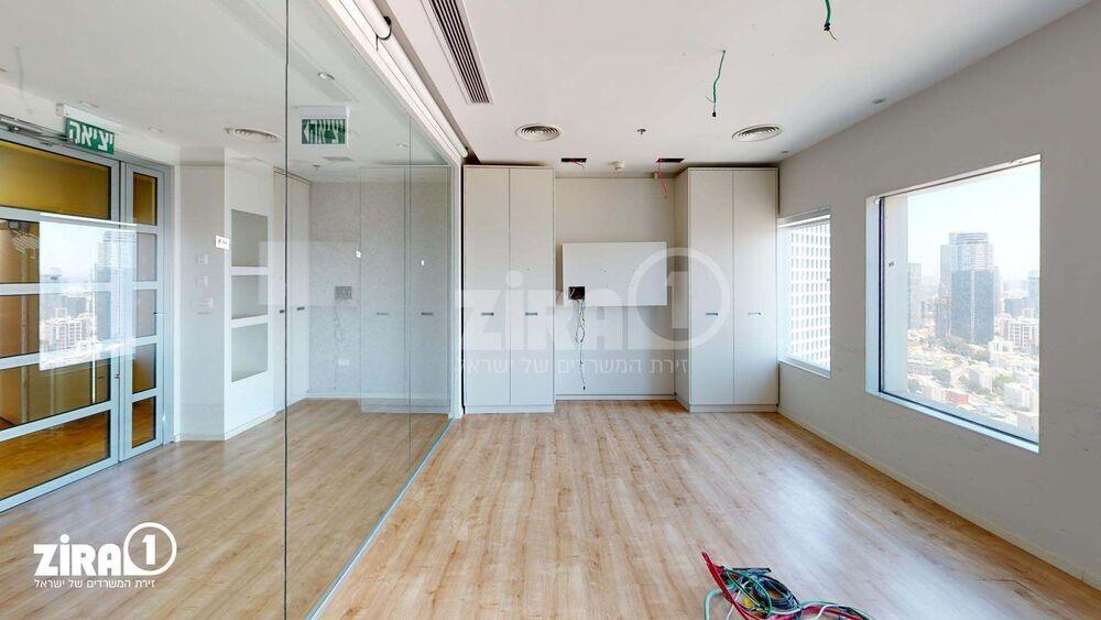 משרד בבניין בניין עזריאלי  - מגדל משולש | קומה: 37 | שטח 312 תמונה | מ׳׳ר #11 - 1