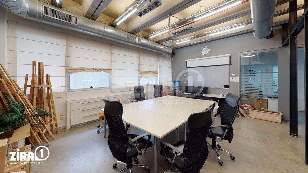 משרד בבניין מגדל הכיכר | קומה 2 | שטח 270מ״ר  | תמונה #0 - 1
