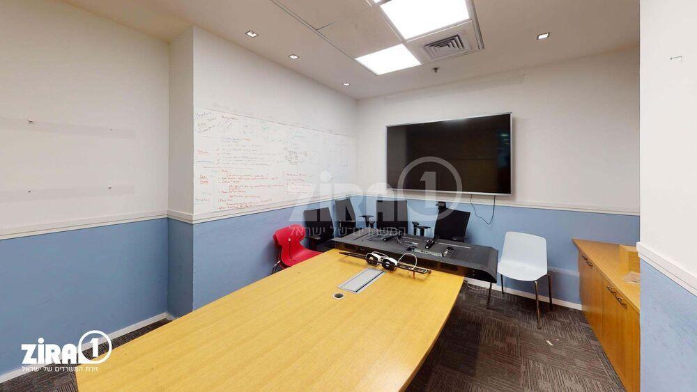 משרד בבניין מגדל הכיכר | קומה 2 | שטח 350מ״ר  | תמונה #0 - 1