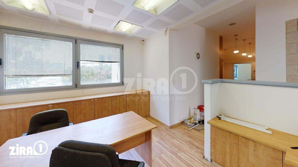 משרד בבניין בית ג.י.ע. | קומה: 3 | שטח 100 תמונה | מ׳׳ר #0 - 1