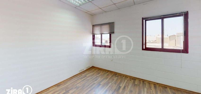 משרד בבניין בית היוצר   קומה 3   שטח 30מ״ר    תמונה #0 - 1