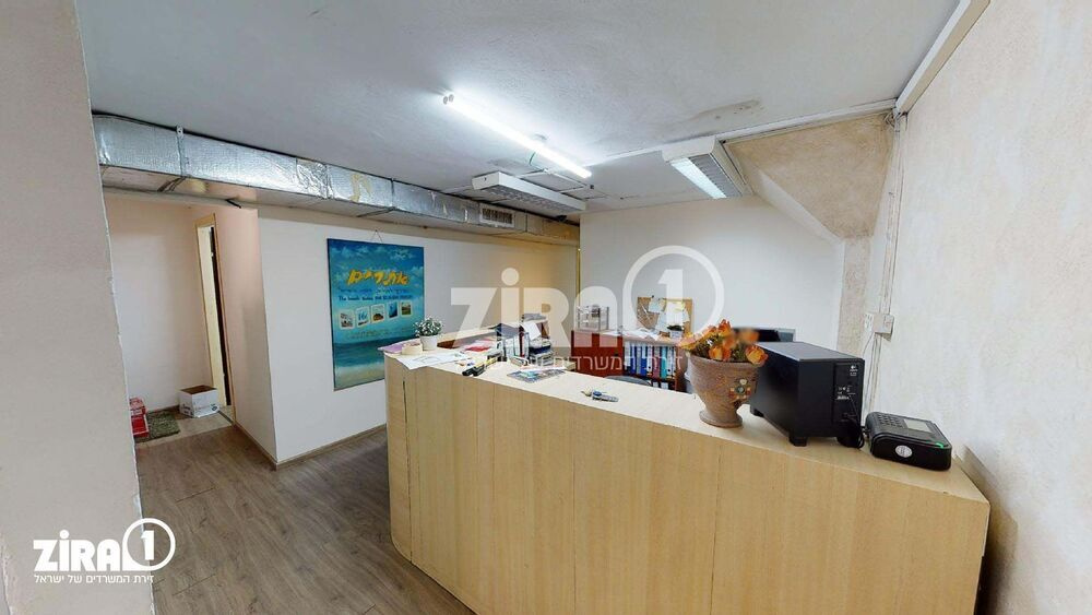משרד בבניין מרכז שטנר | קומה: 1 | שטח 140 תמונה | מ׳׳ר #11 - 1