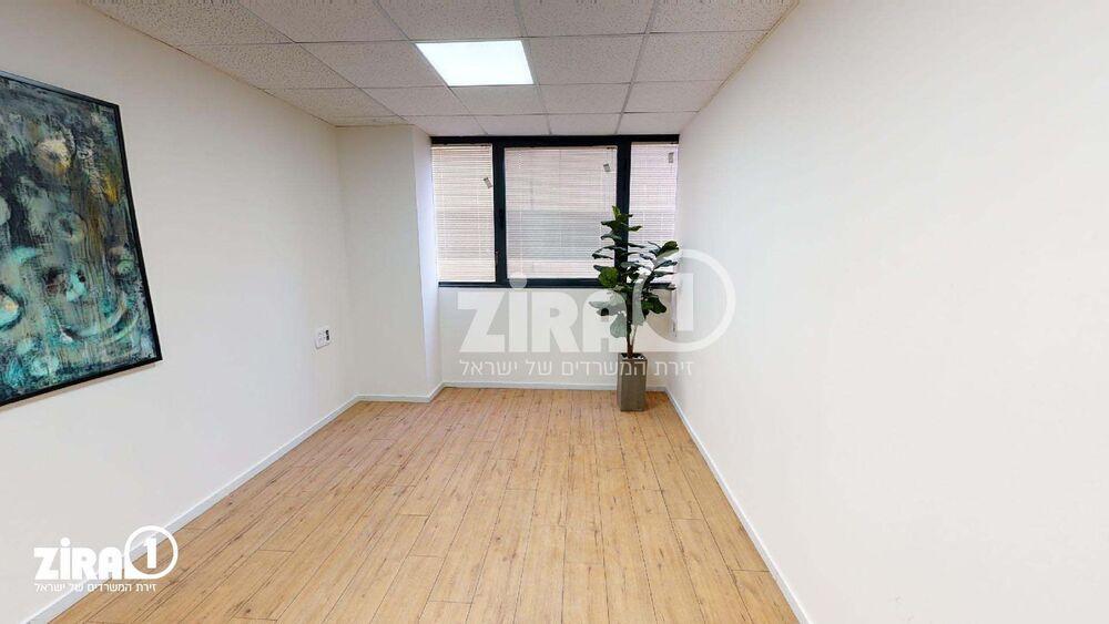 משרד בבניין בית אמיר  | קומה 3 | שטח 25מ״ר  | תמונה #0 - 1