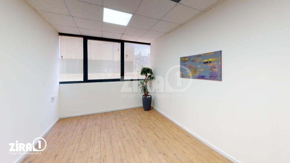 משרד בבניין בית אמיר    קומה 3   שטח 25מ״ר    תמונה #0 - 1