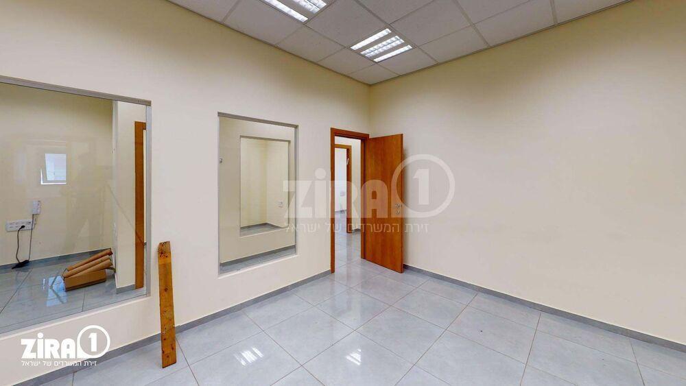 משרד בבניין בית כפיר | קומה: 3 | שטח 150 תמונה | מ׳׳ר #6 - 1