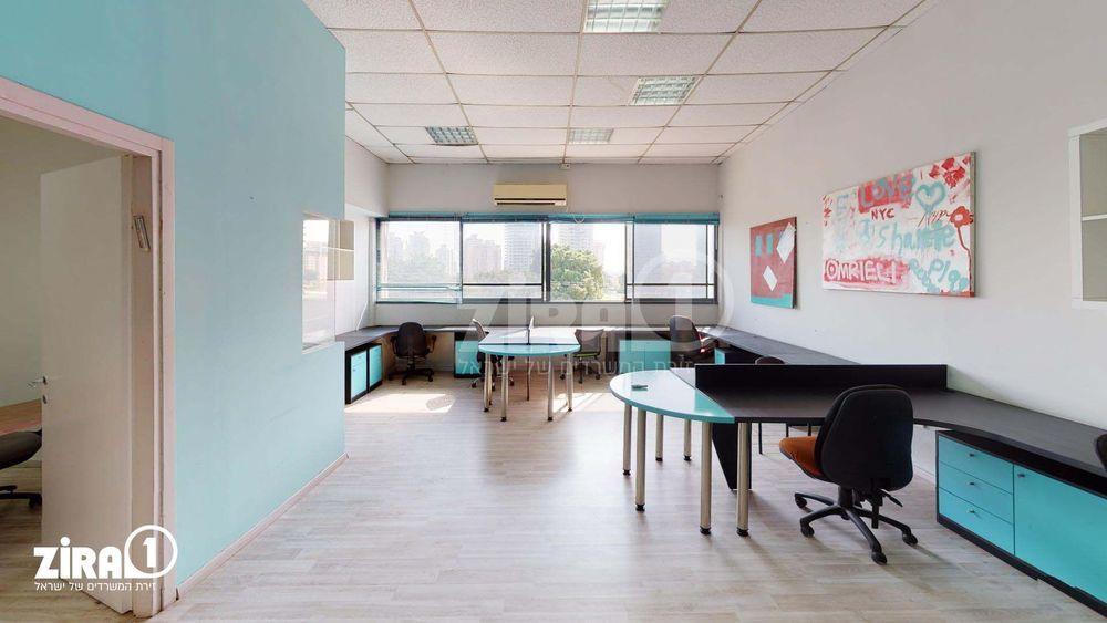משרד בבניין בית אקסודוס   קומה: 1   שטח 138 תמונה   מ׳׳ר #6 - 1