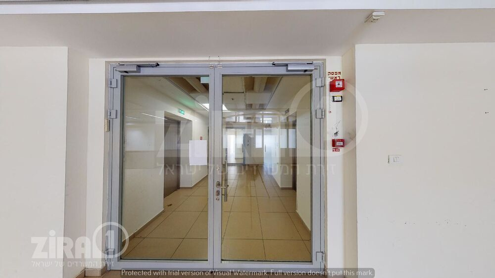 משרד בבניין טרמינל פארק    קומה 2   שטח 1650מ״ר    תמונה #0 - 1