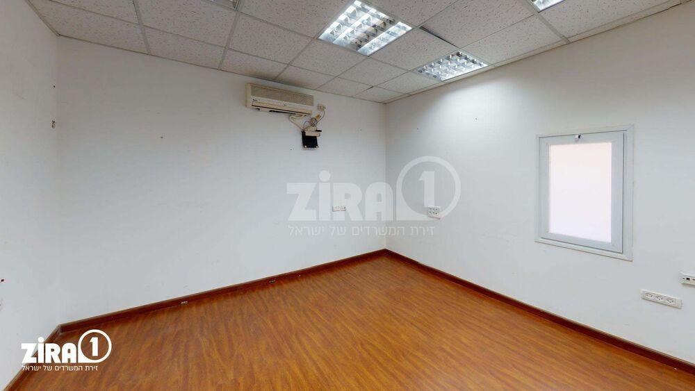 משרד בבניין מרכז שטנר | קומה: 2 | שטח 18 תמונה | מ׳׳ר #1 - 1