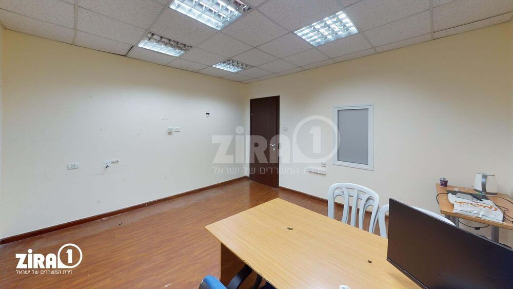 משרד בבניין מרכז שטנר | קומה: 2 | שטח 18 תמונה | מ׳׳ר #3 - 1
