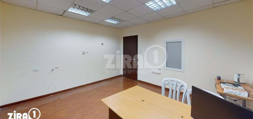 משרד בבניין מרכז שטנר   קומה 2   שטח 18מ״ר    תמונה #0 - 1