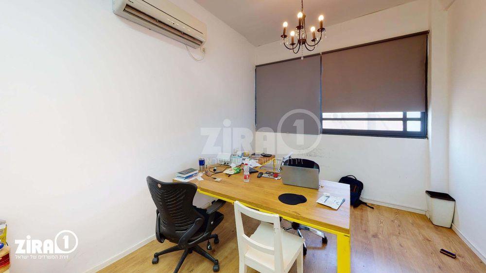 משרד בבניין בית אקסודוס | קומה: 2 | שטח 18 תמונה | מ׳׳ר #21 - 1
