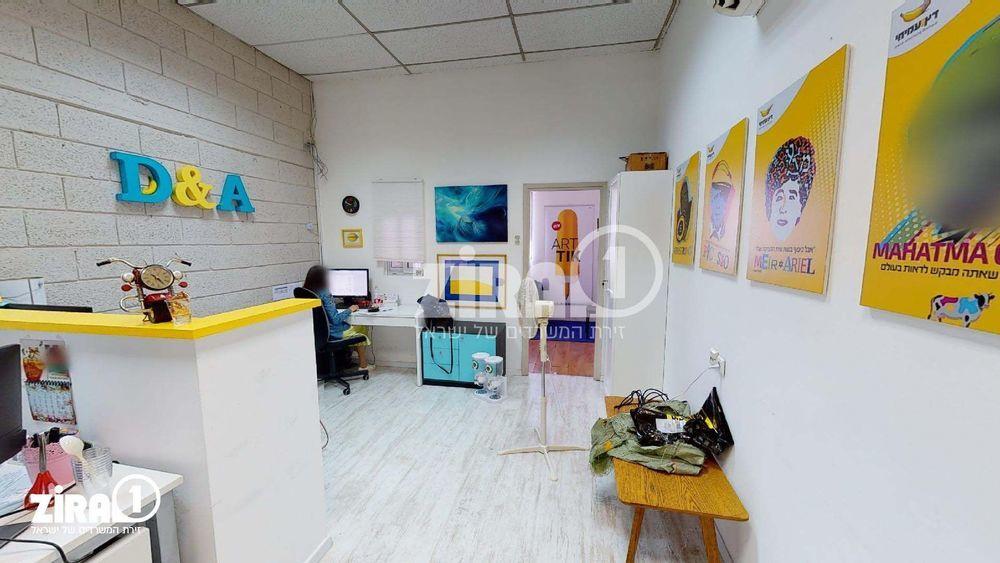 משרד בבניין בית אקסודוס   קומה: 2   שטח 35 תמונה   מ׳׳ר #8 - 1