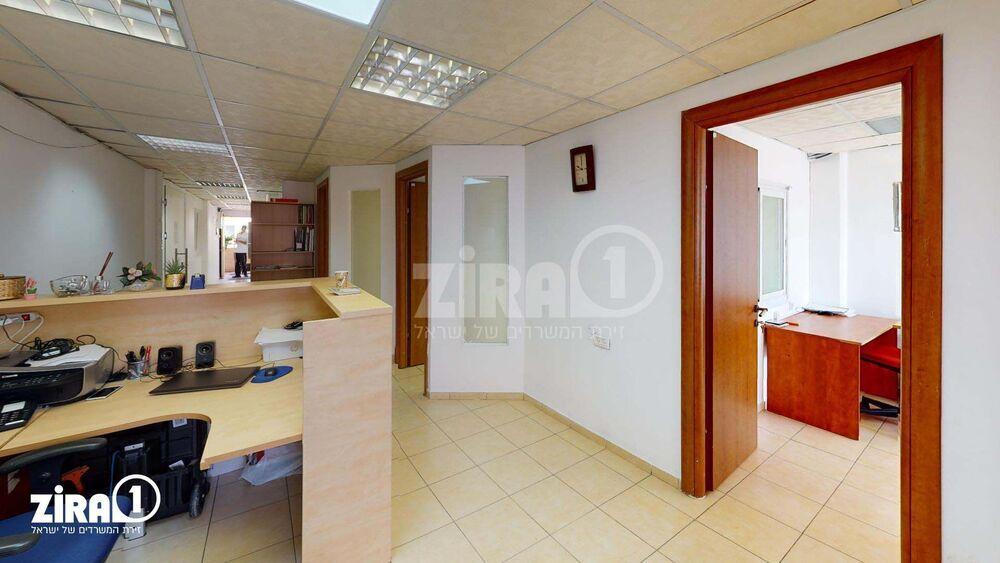 משרד בבניין מרכז שטנר | קומה: 2 | שטח 75 תמונה | מ׳׳ר #0 - 1