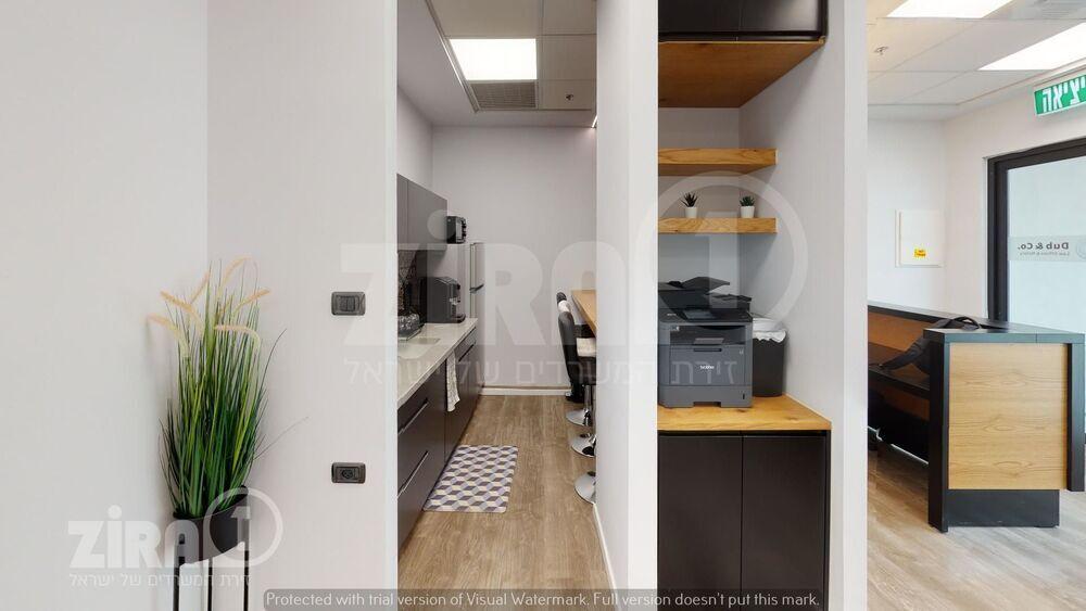 משרד בבניין בניין רקיע   קומה 3   שטח 15מ״ר    תמונה #0 - 1