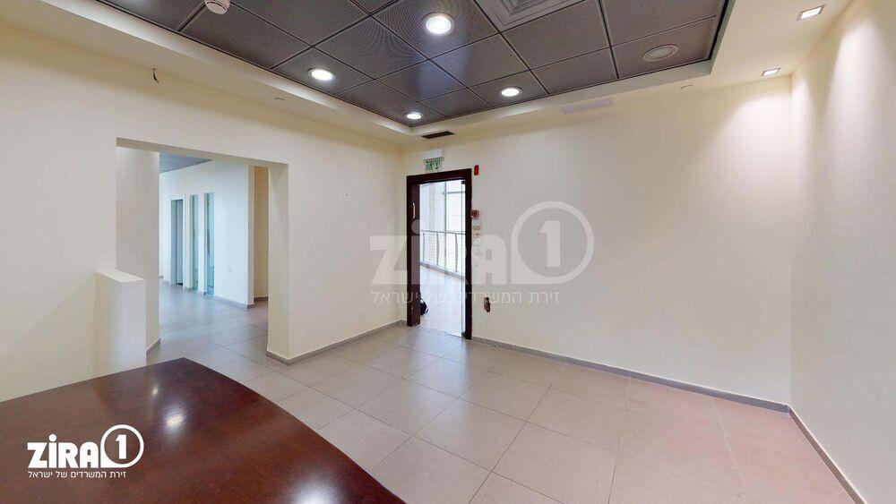 משרד בבניין בניין יוניטרוניקס   קומה 3   שטח 186מ״ר    תמונה #0 - 1