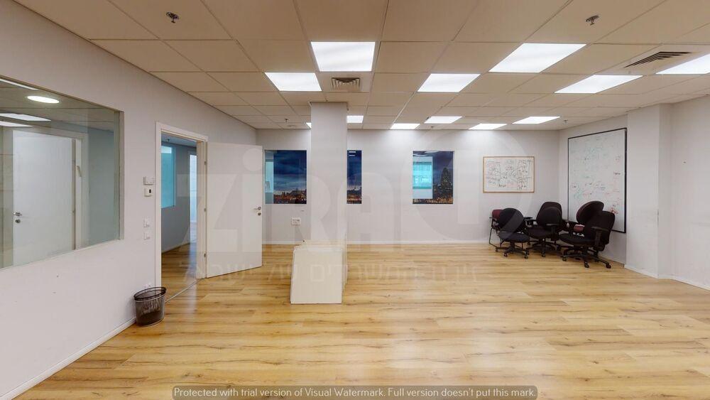 משרד בבניין הנגר 3   קומה 3   שטח 400מ״ר    תמונה #0 - 1