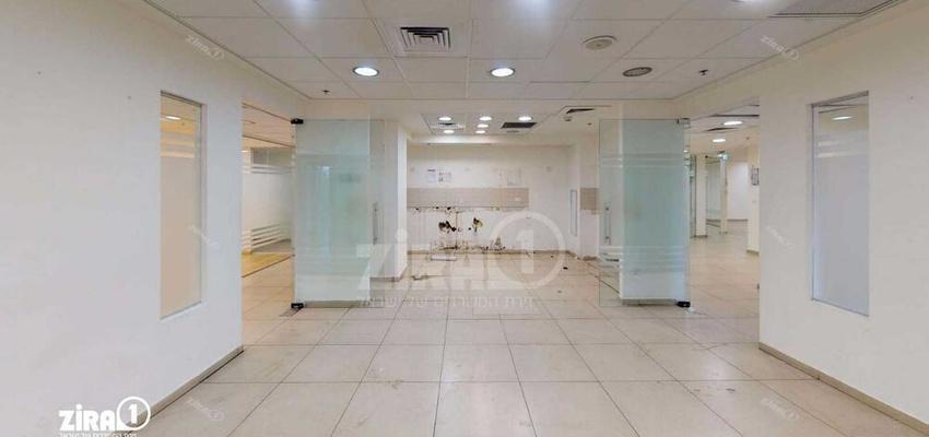 משרד בבניין בית אמצור   קומה 1   שטח 1370מ״ר    תמונה #0 - 1