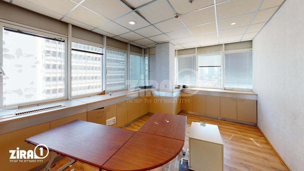 משרד בבניין בית שרבט   קומה: 10   שטח 126 תמונה   מ׳׳ר #18 - 1