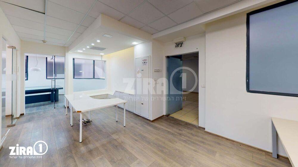 משרד בבניין בניין שטרן | קומה: 4 | שטח 200 תמונה | מ׳׳ר #2 - 1