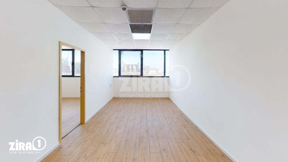משרד בבניין בית אמיר  | קומה 4 | שטח 42מ״ר  | תמונה #0 - 1