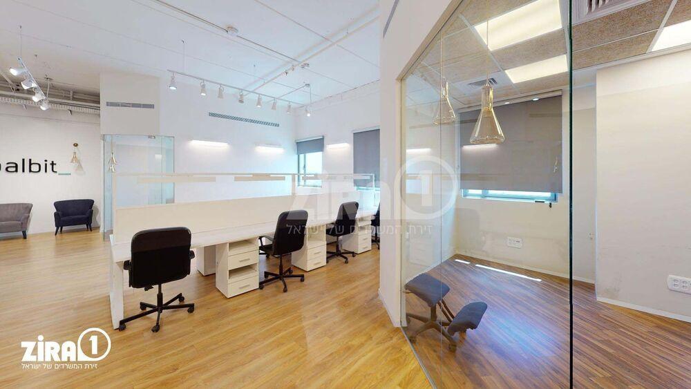 משרד בבניין בית ארז   קומה: 4   שטח 201 תמונה   מ׳׳ר #8 - 1