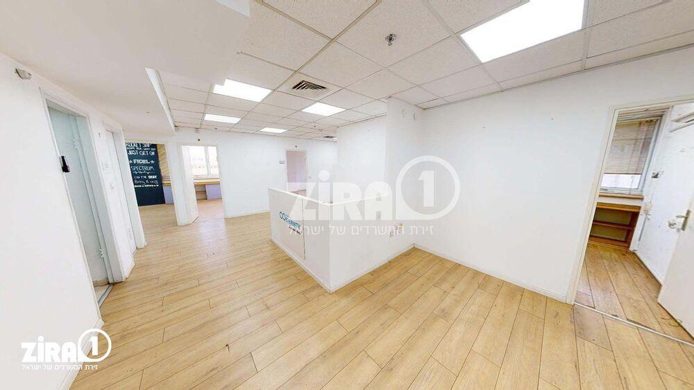 משרד בבניין בית הלמן  | קומה 4 | שטח 710מ״ר  | תמונה #0 - 1