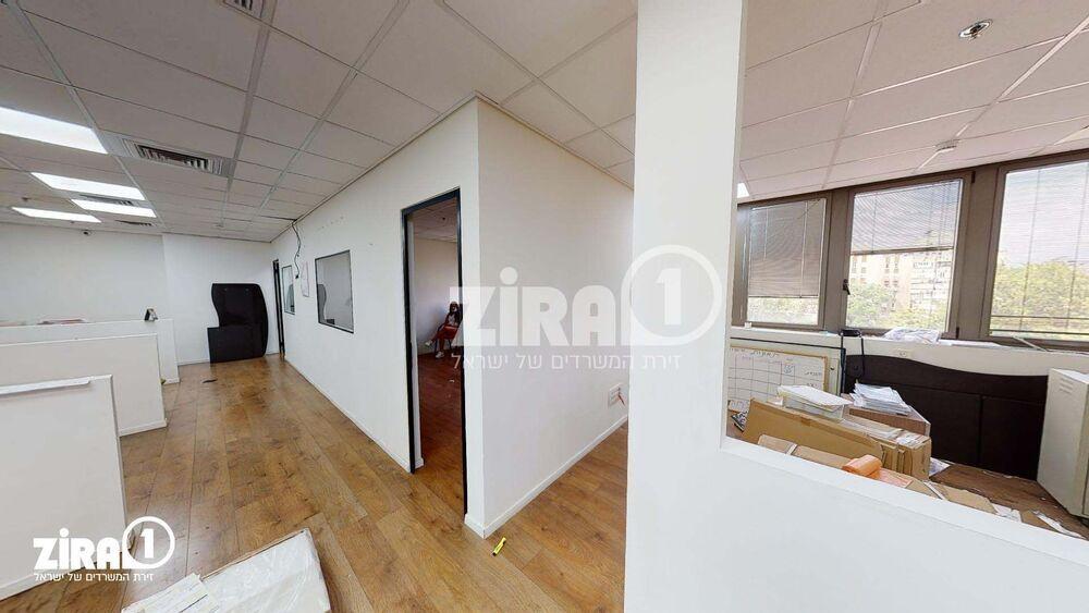 משרד בבניין בית זילברמינץ   קומה 4   שטח 126מ״ר    תמונה #0 - 1
