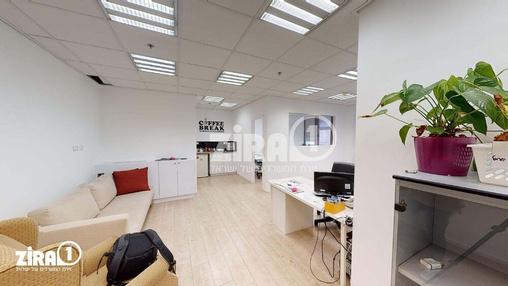 משרד בבניין בית זילברמינץ | קומה 4 | שטח 67מ״ר  | תמונה #0 - 1