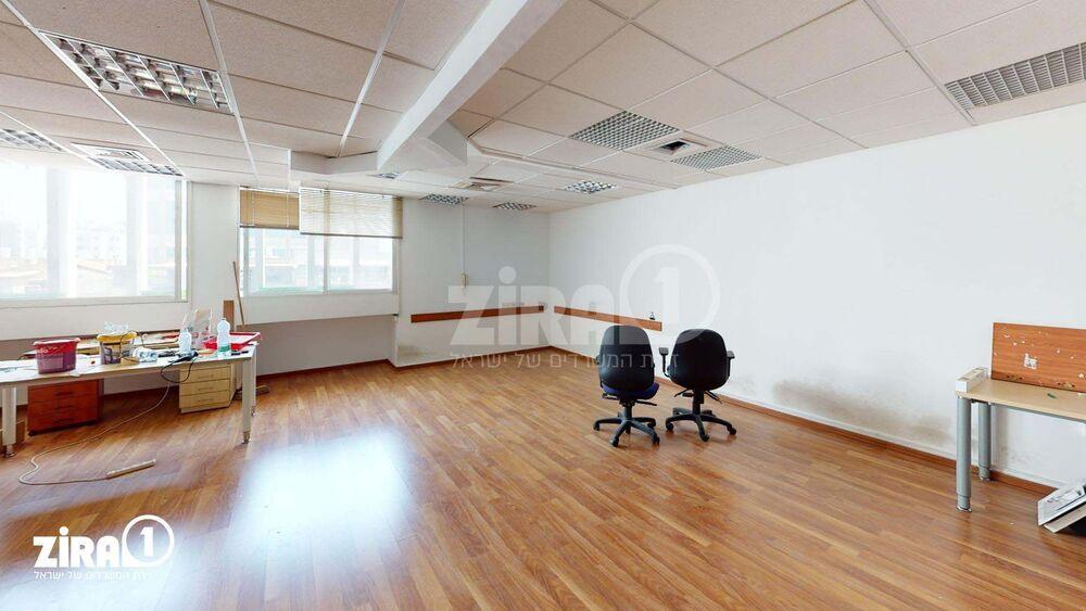 משרד בבניין בית עזורי   קומה 4   שטח 185מ״ר    תמונה #0 - 1