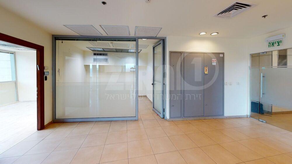 משרד בבניין הארד 5   קומה 4   שטח 110מ״ר    תמונה #0 - 1
