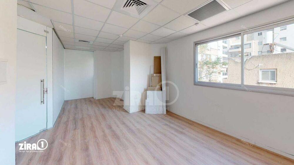 משרד בבניין סוקולוב סנטר | קומה: 1 | שטח 37 תמונה | מ׳׳ר #10 - 1
