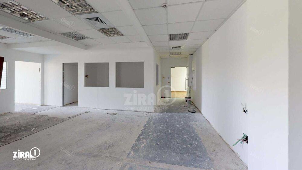 משרד בבניין בית קורקס    קומה 2   שטח 170מ״ר    תמונה #0 - 1