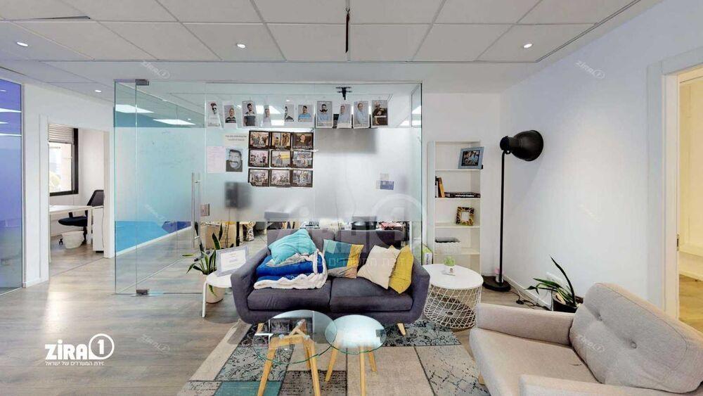 משרד בבניין בית אגיש רבד   קומה: 4   שטח 310 תמונה   מ׳׳ר #15 - 1