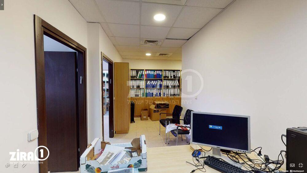 משרד בבניין בית העץ הנדיב   קומה 2   שטח 60מ״ר    תמונה #0 - 1