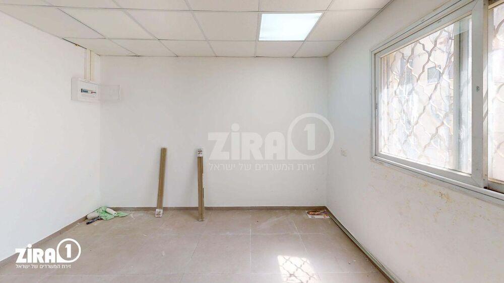 משרד בבניין בית פלטרין | קומה: 2 | שטח 20 תמונה | מ׳׳ר #23 - 1