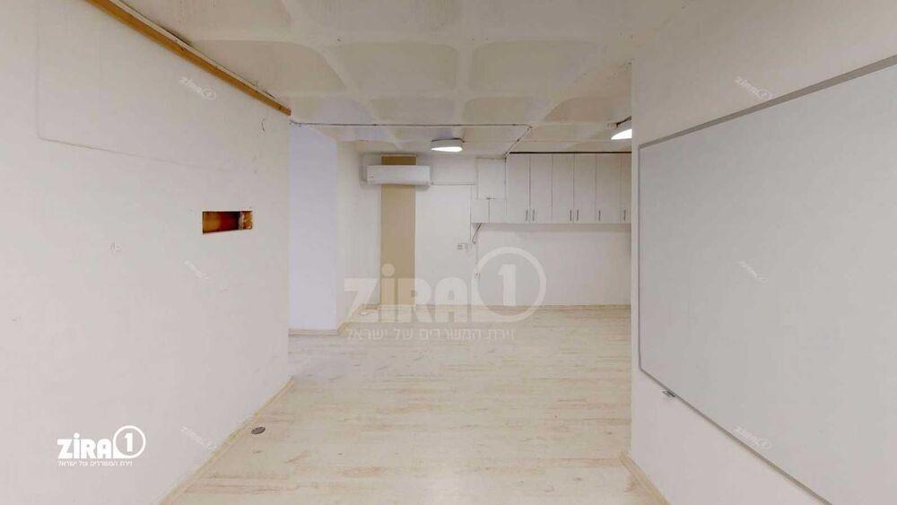 משרד בבניין בית טירן   קומה 1   שטח 65מ״ר    תמונה #0 - 1