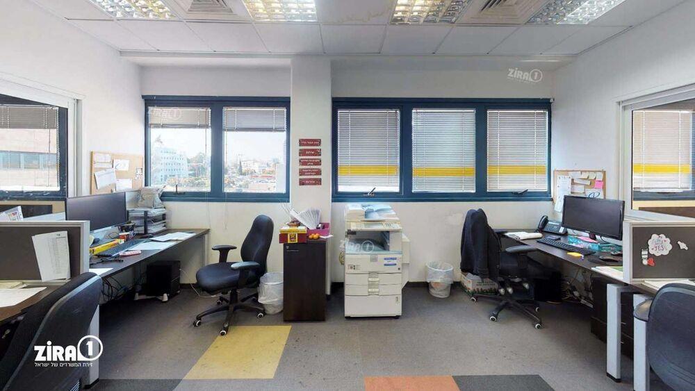 משרד בבניין בית מולכו | קומה: 2 | שטח 1775 תמונה | מ׳׳ר #3 - 1