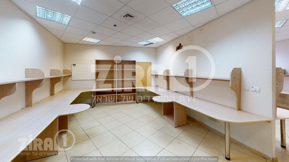 משרד בבניין בית עיריית נתניה   קומה 0   שטח 280מ״ר    תמונה #0 - 1