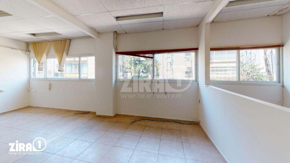משרד בבניין ה' באייר 70 | קומה: 1 | שטח 160 תמונה | מ׳׳ר #18 - 1