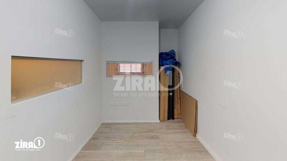 משרד בבניין בית קלאוזנר | קומה: 3 | שטח 34 תמונה | מ׳׳ר #22 - 1