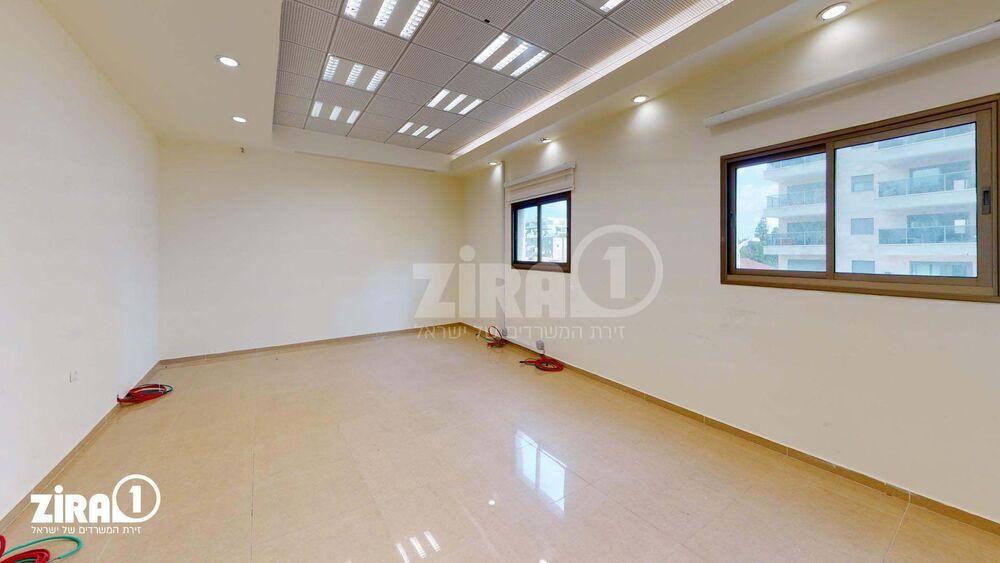 משרד בבניין הנשיא 72 | קומה: 2 | שטח 313 תמונה | מ׳׳ר #23 - 1