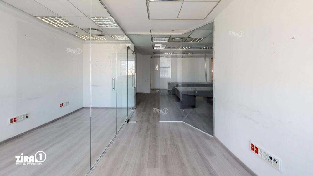משרד בבניין מגדל משה אביב   קומה: 17   שטח 366 תמונה   מ׳׳ר #12 - 1