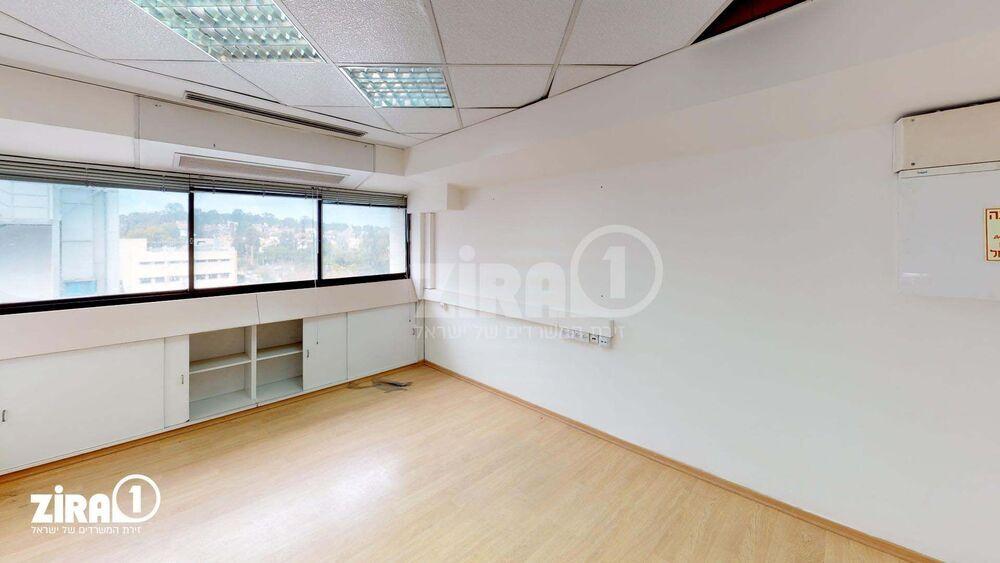 משרד בבניין בית הרוויקס   קומה 4   שטח 148מ״ר    תמונה #0 - 1